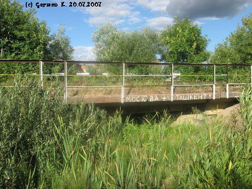 Мост через пересохший ручей.